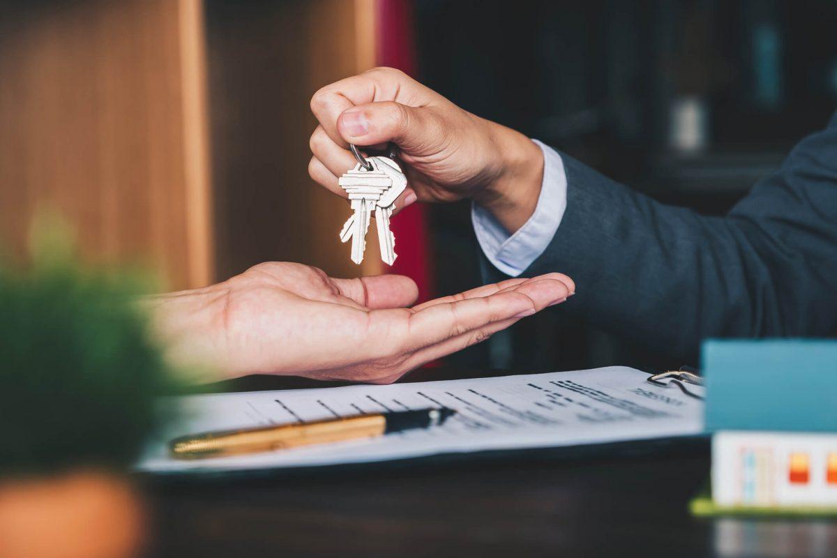 foto chaves na mão
