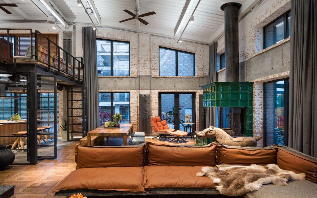 Loft com janelas grandes